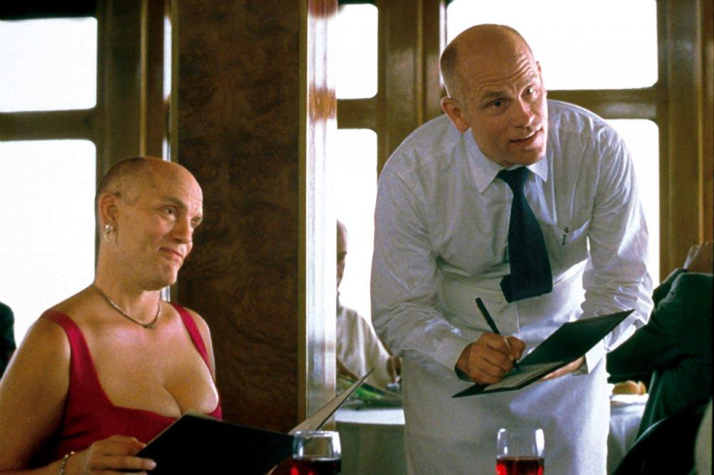 Essere John Malkovich: un doppio John Malkovich in una celebre scena del film