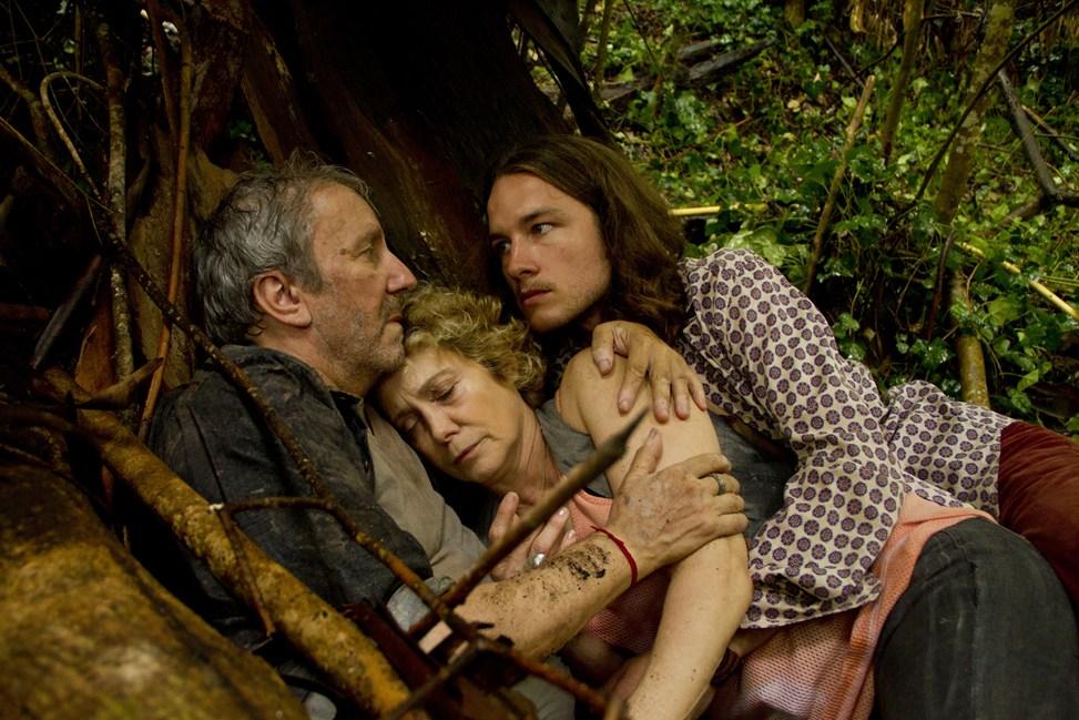Toxic Jungle: Camila Perissé e Robertino Granados in una scena del film