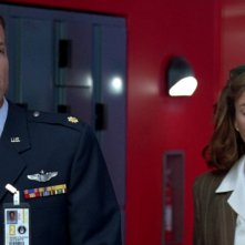 Independence Day: Adam Baldwin e Mary McDonnell in una scena del film