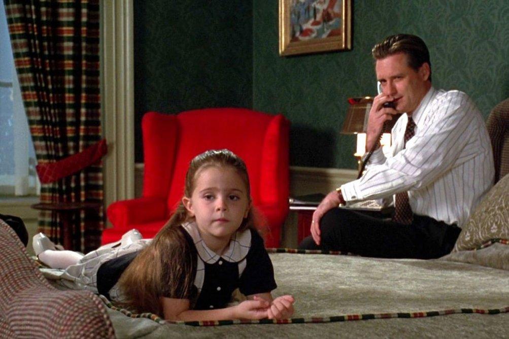 Independence Day: Mae Whitman e Bill Pullman in una scena del film