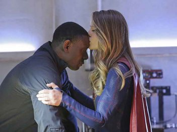 Supergirl: David Harewood e Melissa Benoist in una foto dell'episodio L'Ultimo Sacrificio