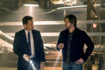 Aquarius: David Duchovny e Grey Damon in una foto della seconda stagione