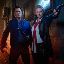 Ash vs. Evil Dead: Bruce Campbell e Lucy Lawless in una scena