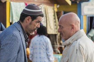 Non c'è più religione: Alessandro Gassman e Claudio Bisio in una scena del film