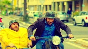 Smetto quando voglio - Reloaded: Stefano Fresi ed Edoardo Leo in una scena del film