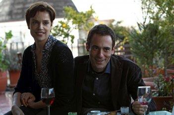 La tenerezza: Micaela Ramazzotti ed Elio Germano in una scena del film