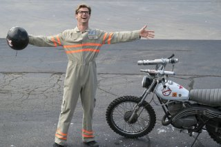 Ghostbusters: Chris Hemsworth in un momento del film