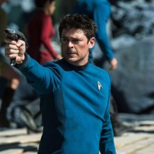 Star Trek Beyond: Karl Urban in una scena del film