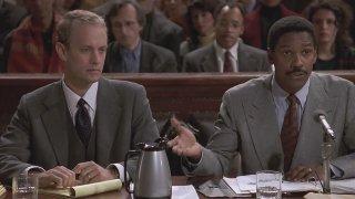 Philadelphia: Tom Hanks e Denzel Washington in una scena del film