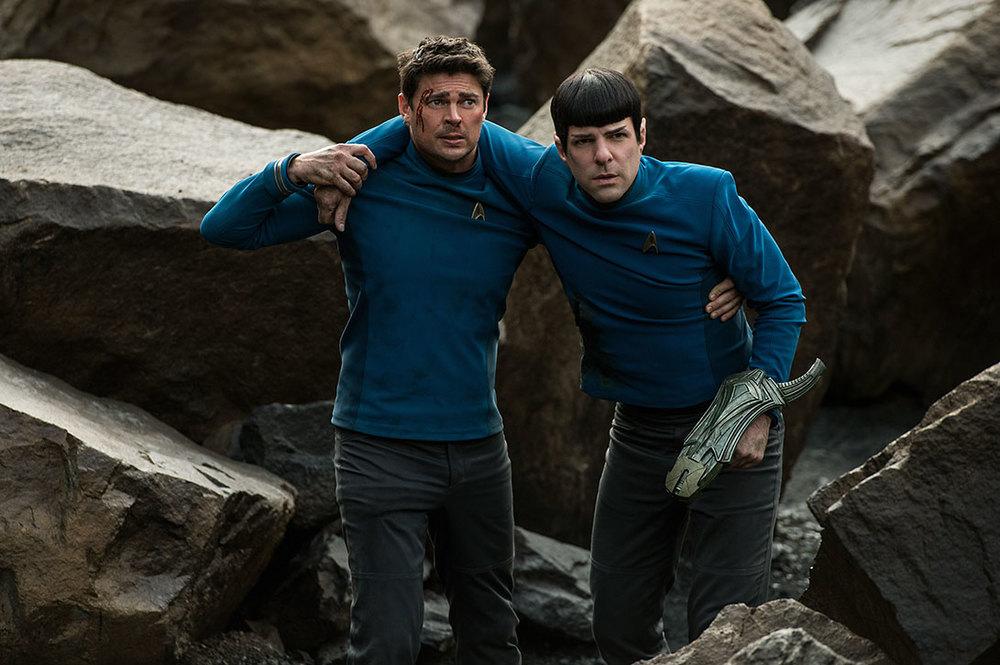 Star Trek Beyond: Karl Urban e Zachary Quinto in difficoltà