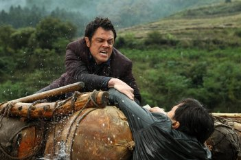 Skiptrace - Missione Hong Kong: Johnny Knoxville in una scena del film