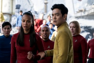 Star Trek Beyond: Zoe Saldana e John Cho in una scena del film