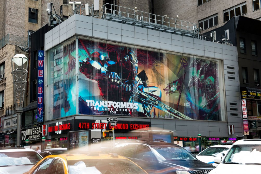 Transformers: The Last Knight - Il maxiposter apparso a Times Square