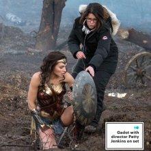 Wonder Woman: Gal Gadot e la regista Patty Jenkins sul set