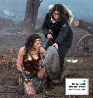 Wonder Woman: Gal Gadot e la regista Patty Jenkins sul set