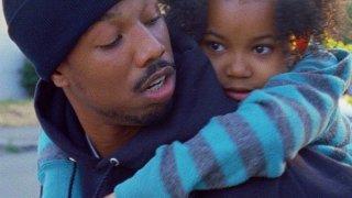 Fruitvale Station: Michael B. Jordan in una scena del film con la piccola Ariana Neal