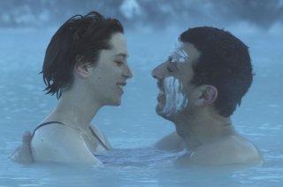 L'effetto acquatico: Samir Guesmi e Florence Loiret Caille in una scena del film