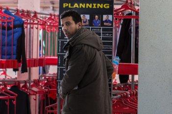 L'effetto acquatico: Samir Guesmi in una scena del film