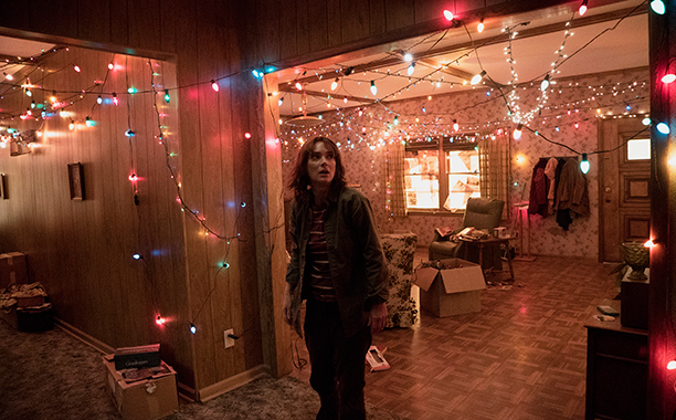 Stranger Things: un'immagine dell'attrice Winona Ryder
