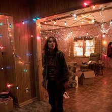 Stranger Things: un'immagine dell'attrice Winona Ryder