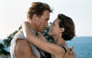 Arnold Schwarzenegger e Jamie Lee Curtis in una sequenza del film True Lies