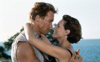 Arnold Schwarzenegger e Jamie Lee Curtis in una sequenza del film True Lies