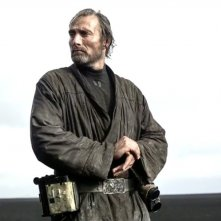 Rogue One: A Star Wars Story - una foto promozionale di Mads Mikkelsen nei panni di Galen Erso