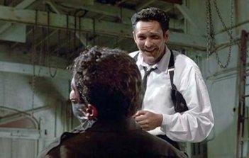 Le Iene: Michael Madsen nei panni di Mr. Blonde in un momento del film