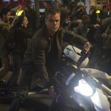 Jason Bourne: Matt Damon cavalca una moto in una concitata sequenza