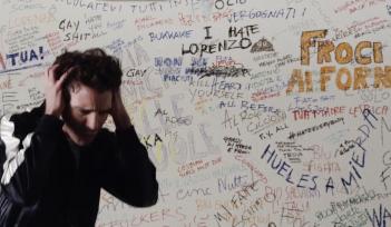 Un bacio: Mika nel video di Hurts diretto da Ivan Cotroneo