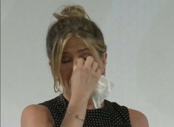 Jennifer Aniston si commuove a Giffoni 2016