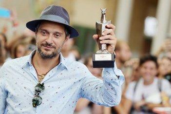 Claudio Santamaria mostra il Giffoni Award 2016