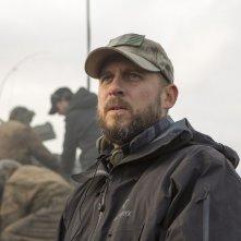 Un'immagine che ritrae il regista David Ayer sul set di Fury