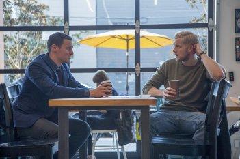 Looking: The Movie - gli attori Russell Tovey e Jonathan Groff in una foto del film