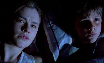 Darkness: Anna Paquin e Stephan Enquist in un momento del film