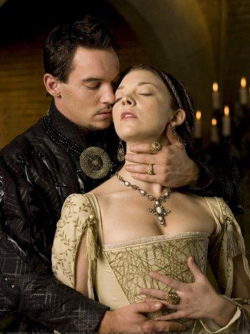 I Tudors: Jonathan Rhys Meyers e Natalie Dormer in una foto della serie