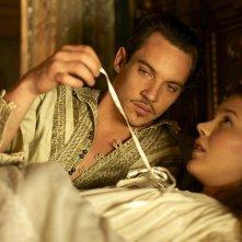 Tudors, Jonathan Rhys Meyers in una scena