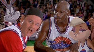 Space Jam: Bill Murray e Michael Jordan in un momento del film