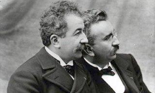 Un'immagine che ritrae i fratelli Lumière