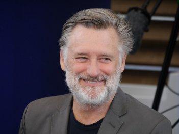 Un primo piano di Bill Pullman sorridente a Locarno 2016