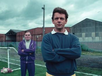 Il maledetto United: Michael Sheen in un momento del film