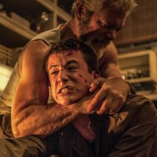 Man in the Dark: Stephen Lang e Dylan Minnette in una scena del film