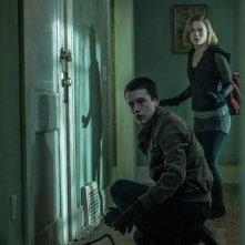 Man in the Dark: Jane Levy e Dylan Minnette in una scena del film