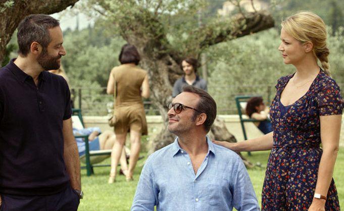 Un amore all'altezza: Virginie Efira, Jean Dujardin e Cédric Kahn in una scena del film