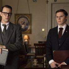 Elvis & Nixon: Colin Hanks ed Evan Peters in una scena del film