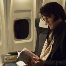 Elvis & Nixon: Michael Shannon in una scena del film