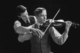 Frantz: Pierre Niney e Anton von Lucke in una scena del film