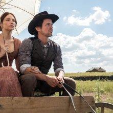 I magnifici 7: Haley Bennett e Matt Bomer in una scena del film
