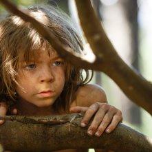 Il drago invisibile: il giovane Oakes Fegley è Pete in una scena del film