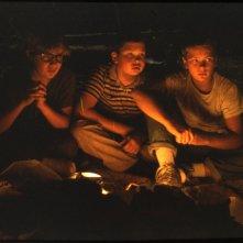 Stand by Me: River Phoenix, Jerry O'Connell e Corey Feldman in una scena